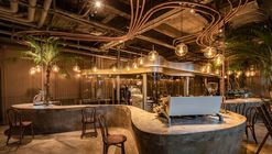 Metal Hands Coffee Renovation / Linkchance Architects