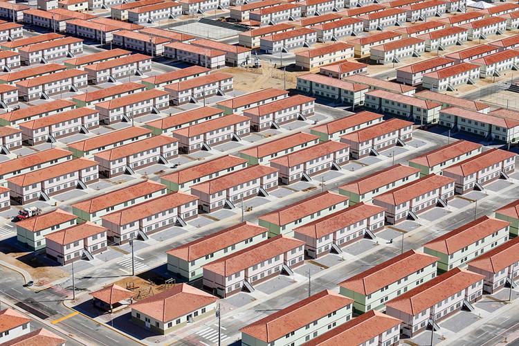 Nossa política habitacional precisa superar o paradigma da casa própria, Conjunto habitacional do MCMV em Juazeiro do Norte, Ceará. Via Caos Planejado