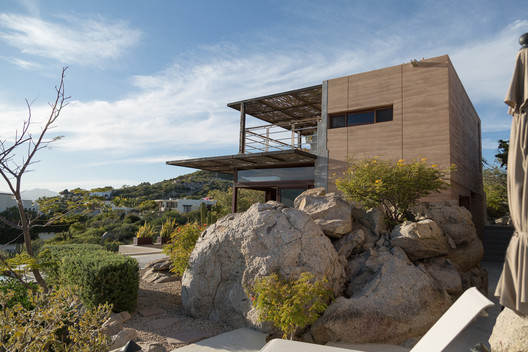 Big Rock House / FabrikG
