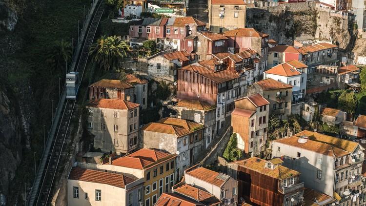 Open House Porto 2020 abre chamada para voluntários, Porto, Portugal. Foto de Tj Holowaychuk, via Unsplash