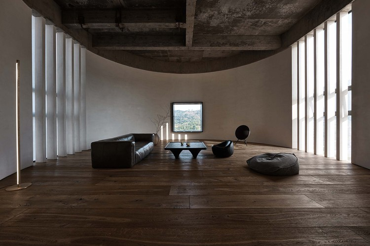 A Woodwork Enthusiast's Home / ZMY Design, parlour. Image © Yongchang Wu