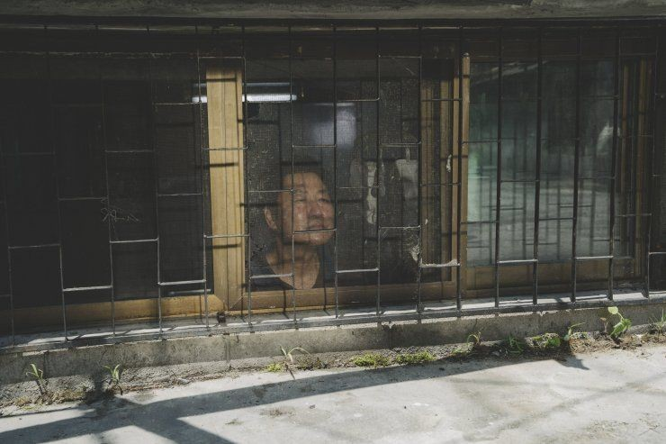 "Kim's house window in ""Parasite"". Screenshot of the film"
