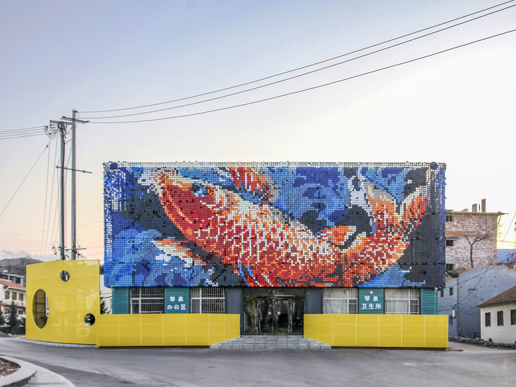 Big Fish, Revitalization of Qinquan Village Plaza / Architectural Design and Research Insititute of  Tsinghua University, © Yu Zhou