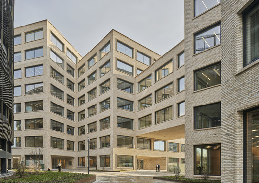 Stenhöga Office Building  / Tham & Videgård