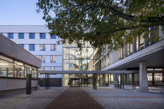 Escuela Lumion Amsterdam / Atelier PRO architects
