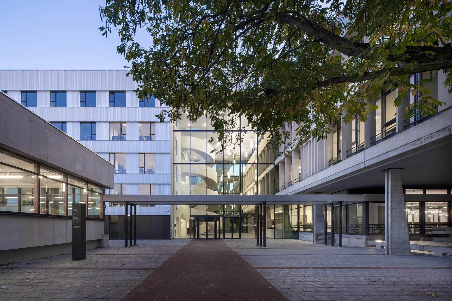 Lumion Amsterdam School / Atelier PRO architects
