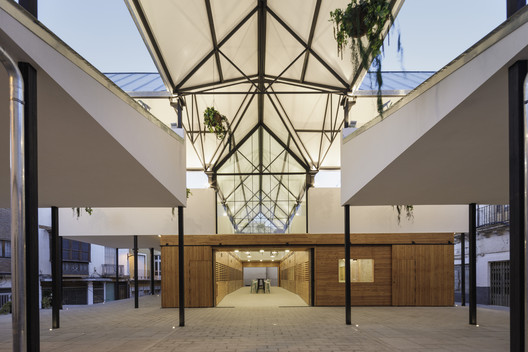 Municipal Food Market and Youth Center Rehabilitation / Ácrono Arquitectura + Blanca Esteras Serrano