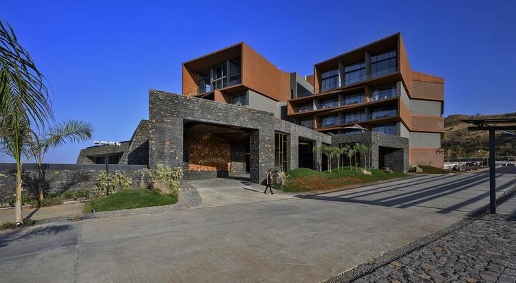 Aria Hotel / Sanjay Puri Architects, © Dinesh Mehta