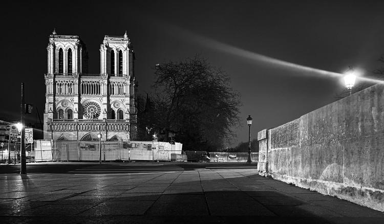 Las calles vacías y solitarias de París, bajo el lente de Erieta Attali, © Erieta Attali