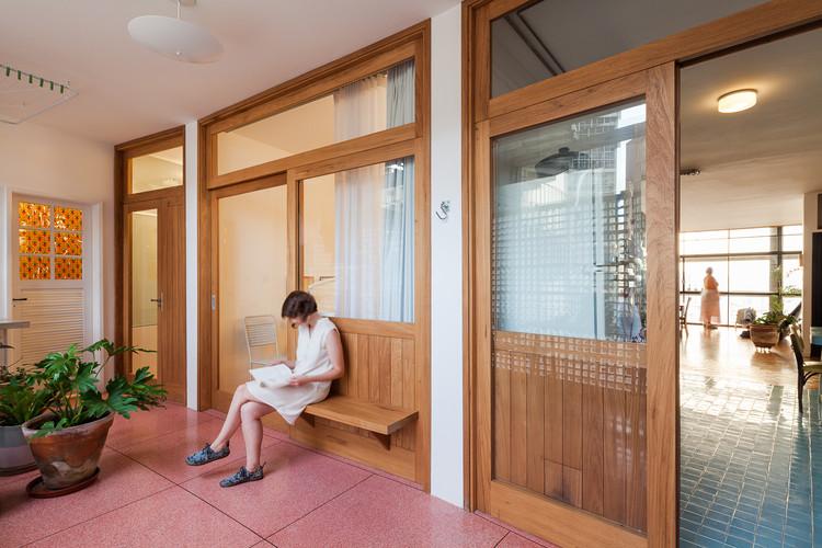 15 Apartamentos compactos e equipados para o período de quarentena, Apartamento Copan / Sabiá Arquitetos. Imagem: © Pedro Vannucchi