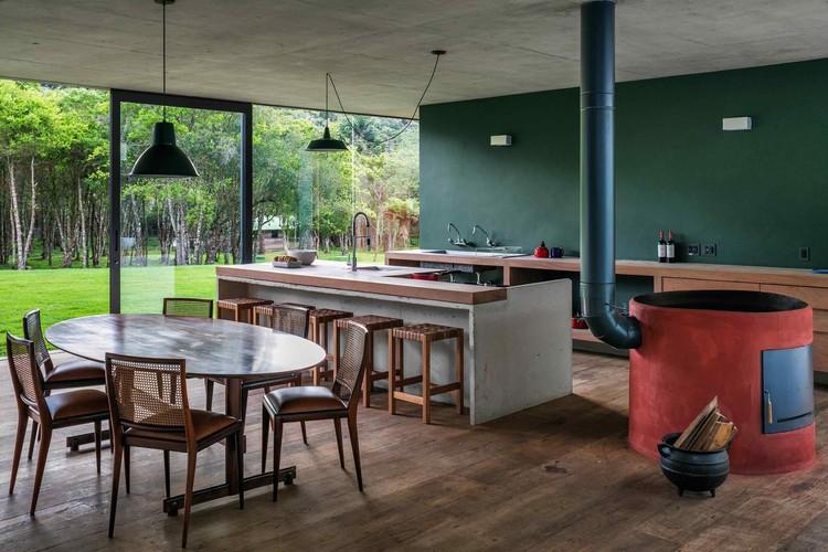 Casa en la Mantiqueira / Una Arquitetos. Imagen © Nelson Kon