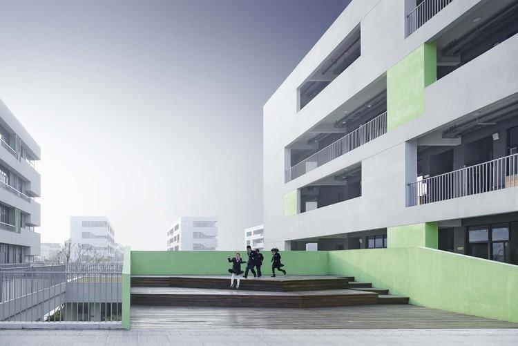 Ningbo Hangzhou Bay Binhai Primary School / UAD, small stage. Image © Qiang Zhao