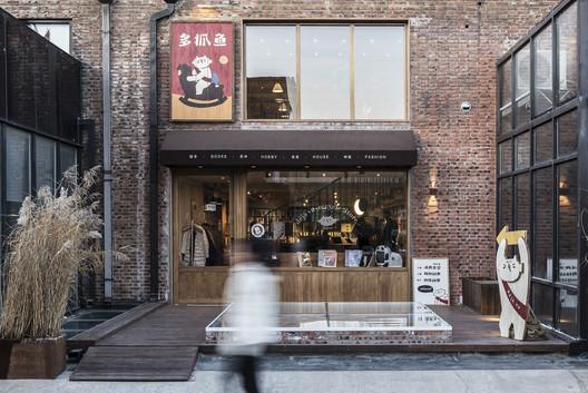 Store facade. Image Courtesy of FON STUDIO