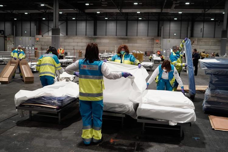 Camas hospitalarias habilitadas en IFEMA. Image Cortesía de COMUNIDAD DE MADRID