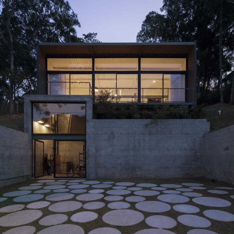 Itapecerica House / ARKITITO Arquitetura, © Carolina Lacaz