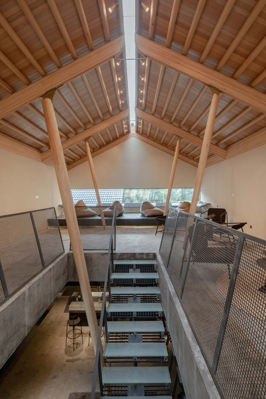 2F stairs. Image © Xuguo Tang