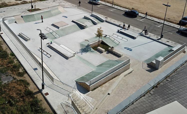 Skate Plaza Carballo / Óscar Pedrós, © Kristof Racz