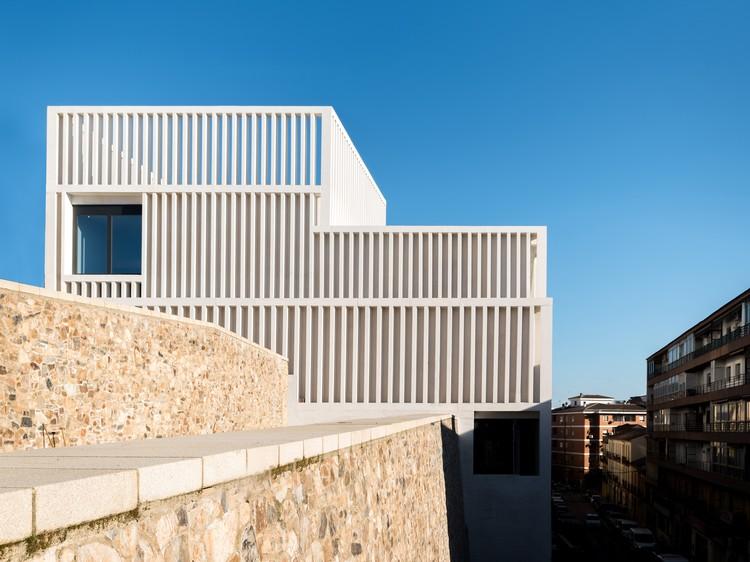Museu de Arte Contemporânea Helga de Alvear / Emilio Tuñón Arquitectos, © Amores Pictures