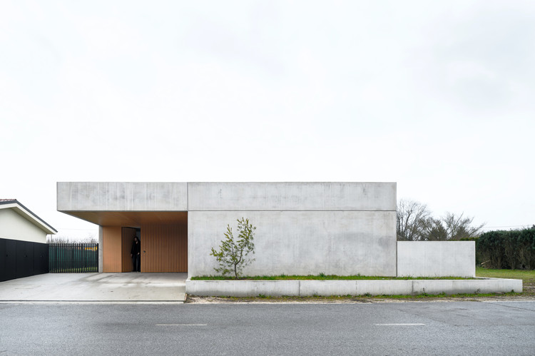 House for a Ceramic Artist  / ARHITEKTURA / OFFICE FOR URBANISM AND ARCHITECTURE, © Miran Kambic