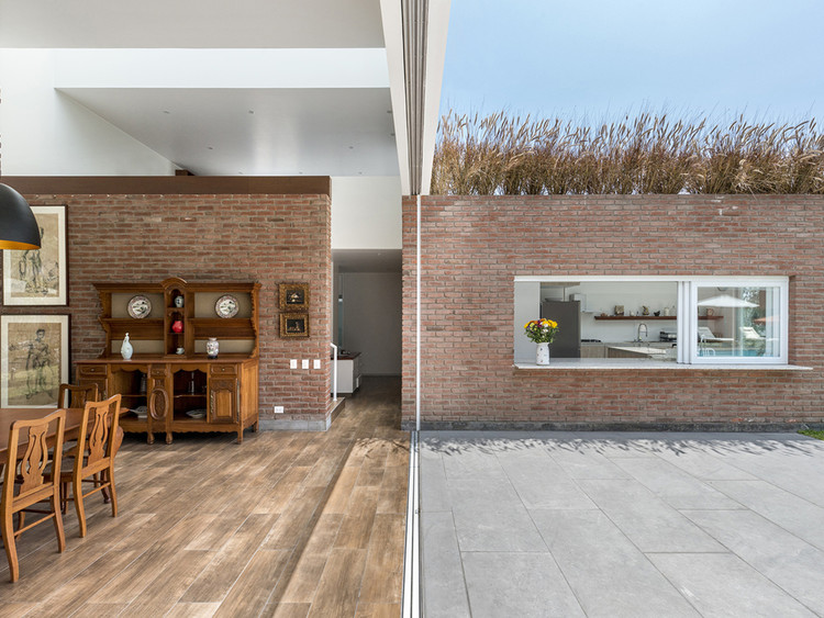 Peruvian Houses that Blur the Line Between Indoors and Outdoors, Casa Cusipata / SOMA Lima. Image © Renzo Rebagliati