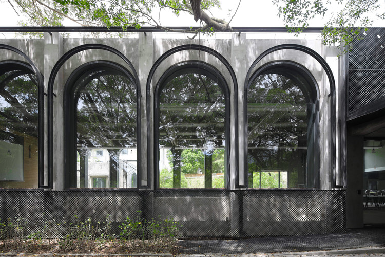 Curved steel windows of the student centre. Image © Liky Photos