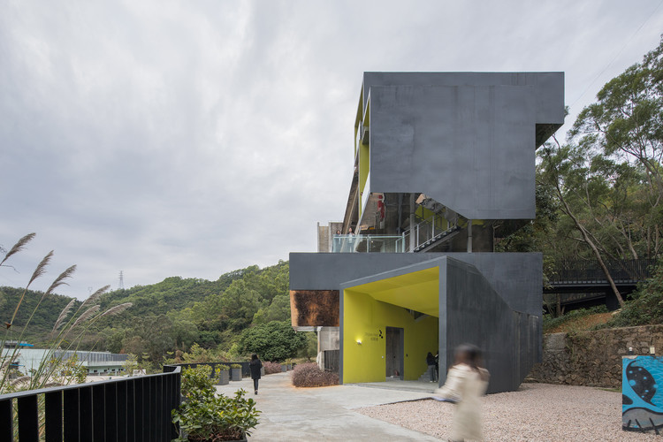 Viewing tower next to No.3 student dormioty. Image © Chao Zhang