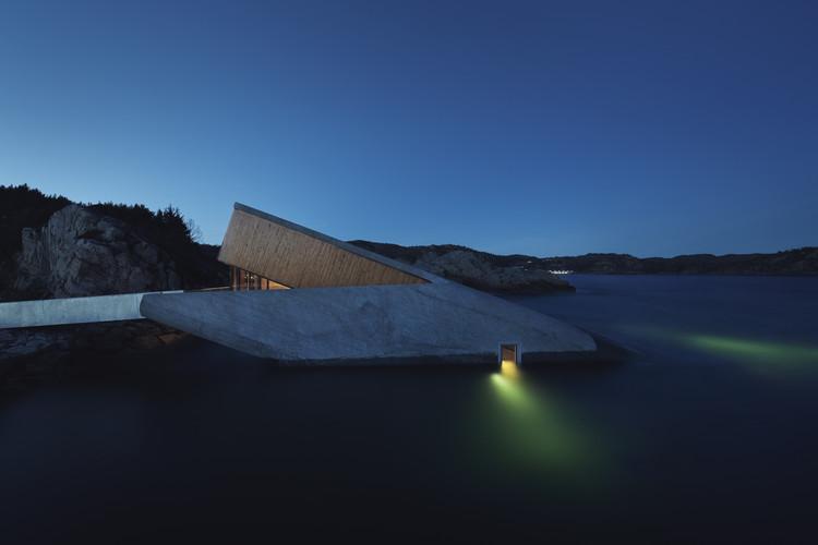 Under (Underwater Restaurant) / Snohetta. Image © Ivar Kvaal