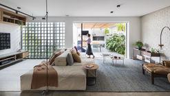 Casa Dezoito  / Casa100 Arquitetura