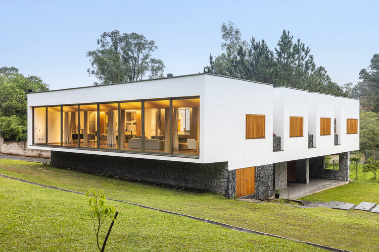 Casa Chácara das Flores / Q_arts Arquitetura, © Renan Costantin