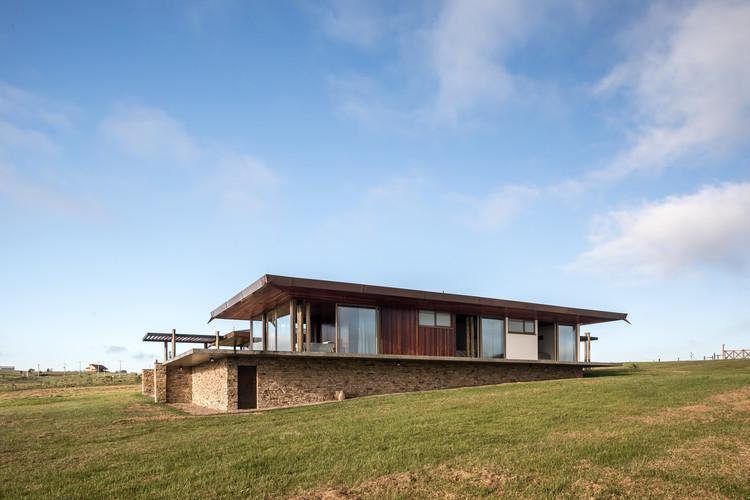 Casa U  / Canalli Arquitetura, © Eduardo Macarios