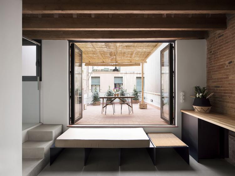 Pequeño ático en Gràcia  / NORA studio, © DEL RIO BANI