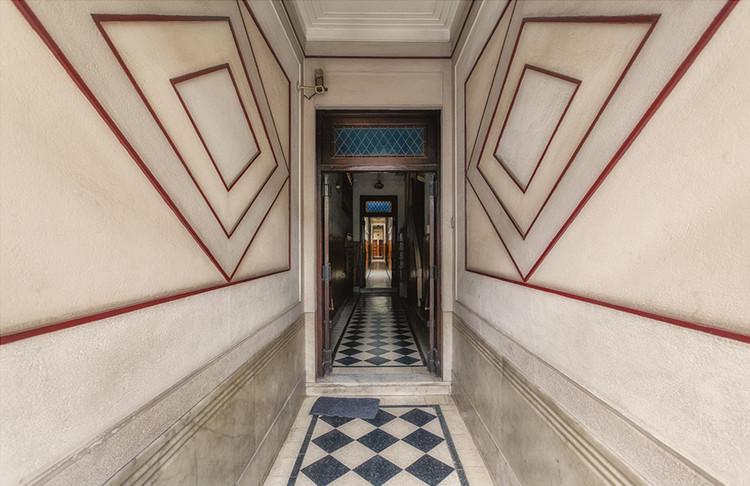 Lobbies de Buenos Aires: Fotografías de vestíbulos racionalistas  y art déco, © Claudio Larrea