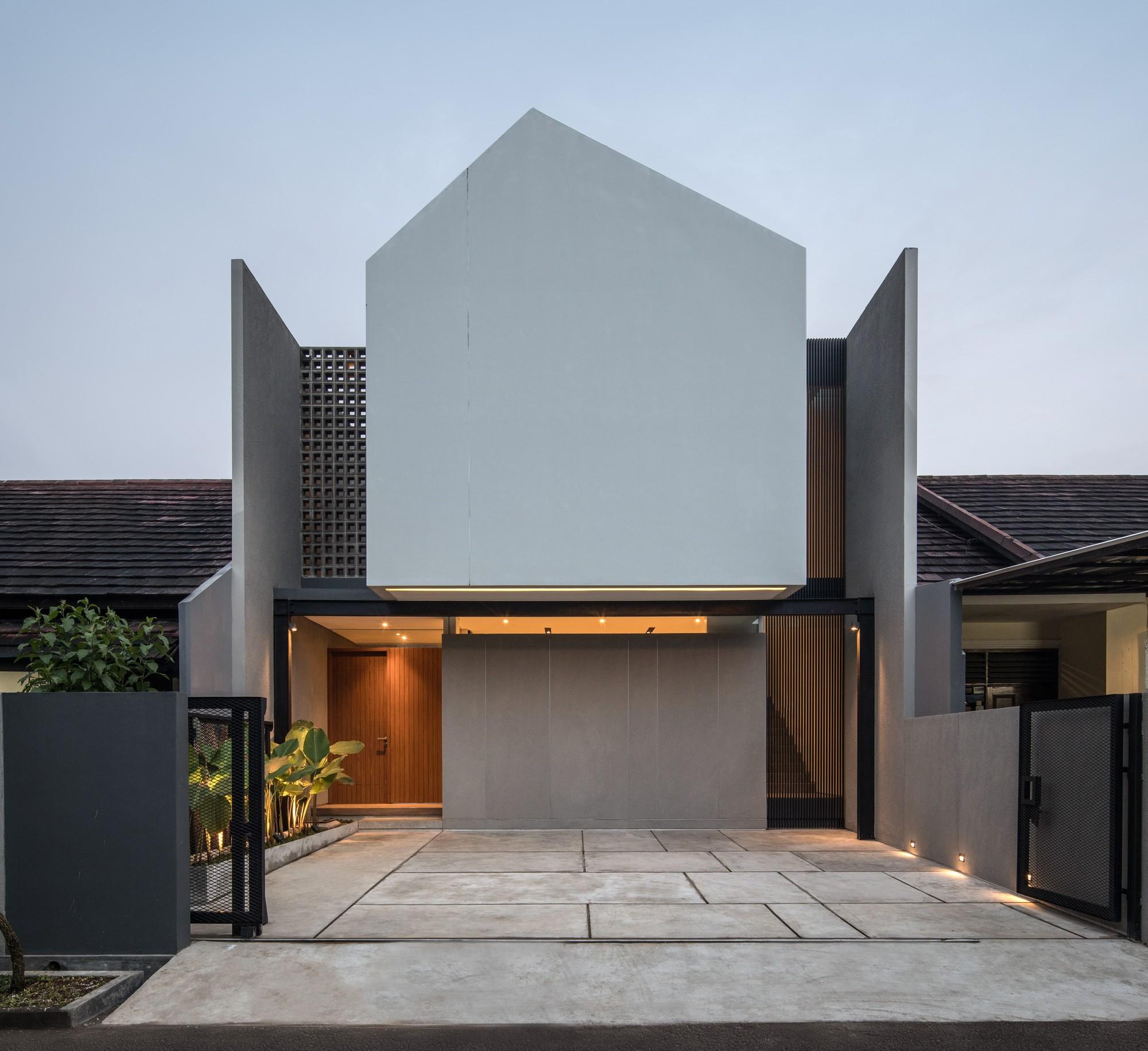 CJ House / RUANGRONA