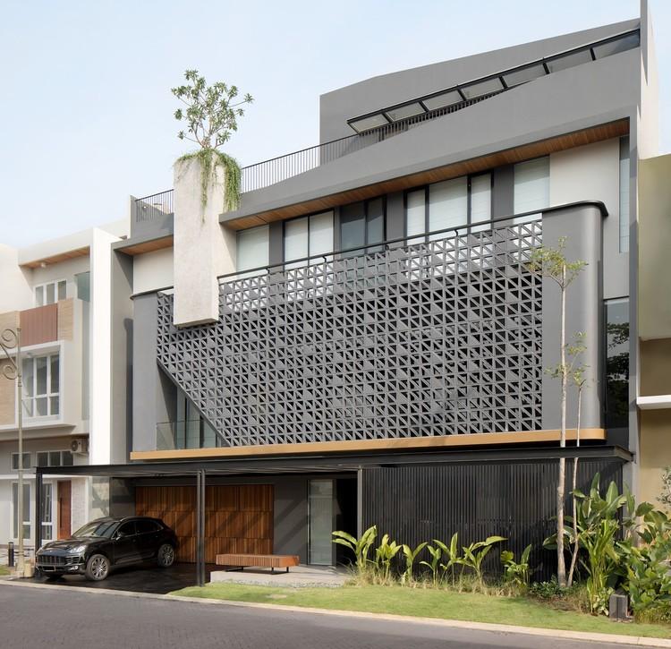 HM House / Axial Studio, © MWP (Mario Wibowo)