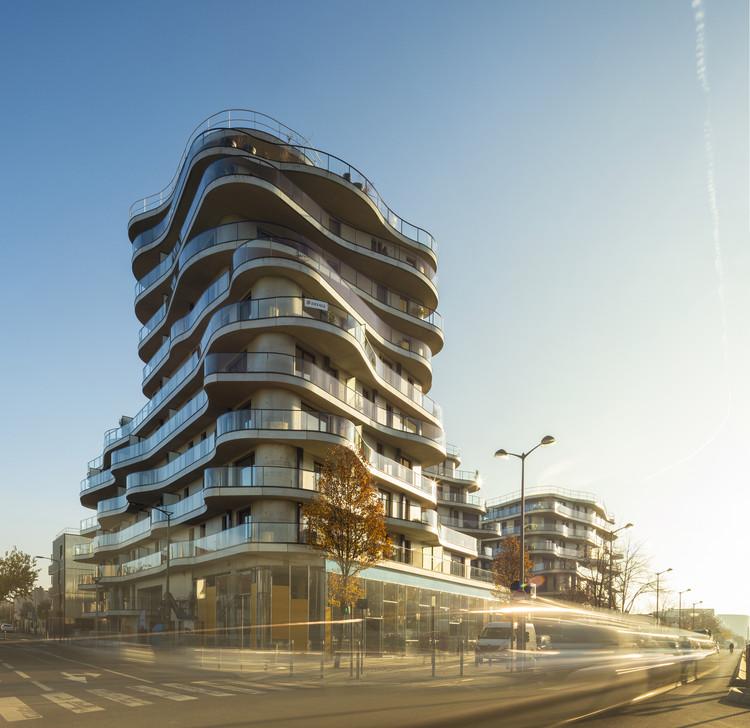 Courbes Residential Building / Christophe Rousselle Architecte, © Fernando Guerra | FG+SG