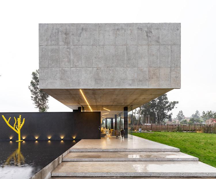 Casa branco e preto / Andres Argudo, © JAG estudio