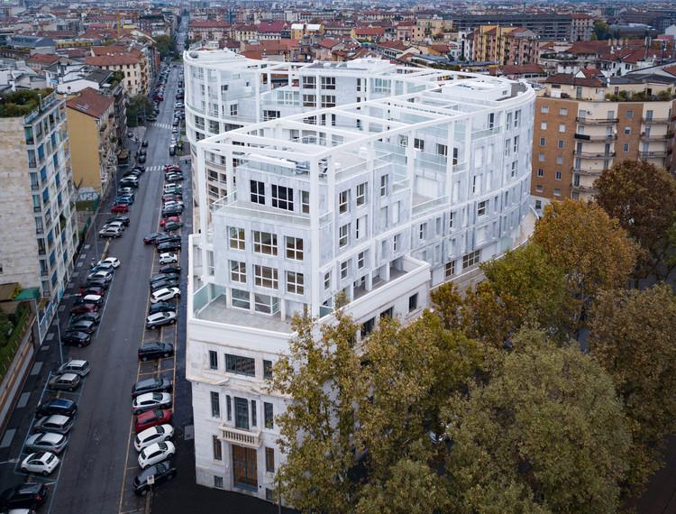Residenze Carlo Erba / Eisenman Architects + Degli Esposti Architetti + AZstudio, © Marco de Bigontina ESPERIENZA-DRONE