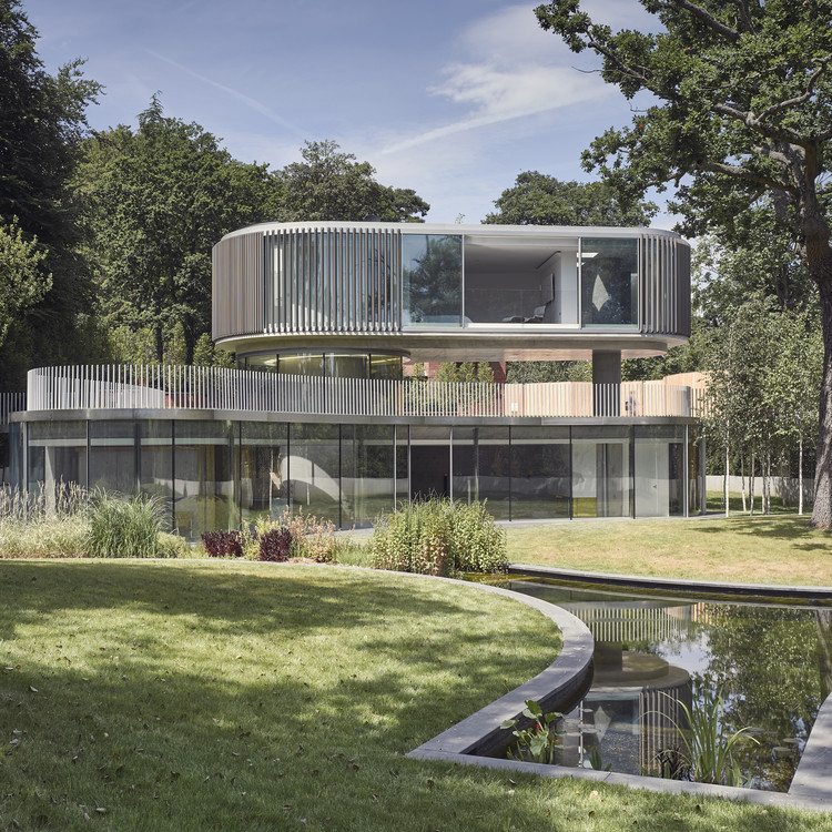 House in Coombe Park / Eldridge London Architects & Designers, © Nick Guttridge