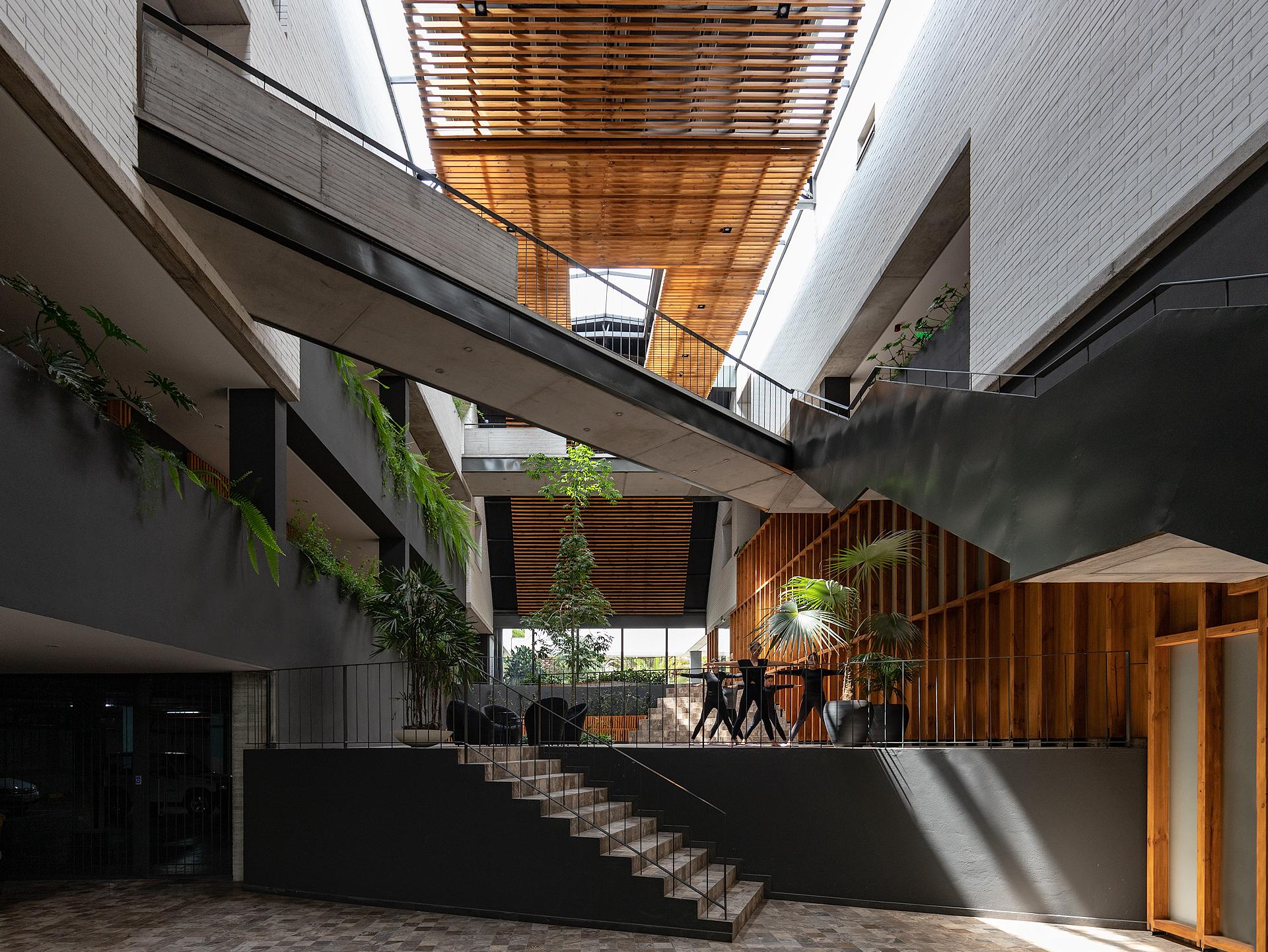 Natura Building / Diez+Muller Arquitectos