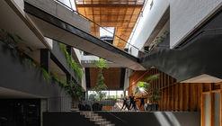 Edificio Natura / Diez + Muller Arquitectos