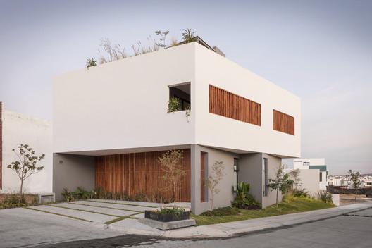 Casa Almendro 22 / Arqueodigma Estudio