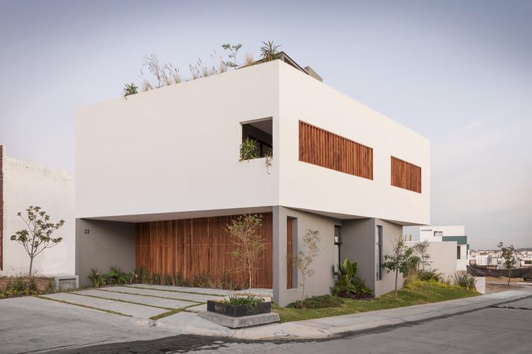 Almendro 22 House / Arqueodigma Estudio, © Horacio Virissimo