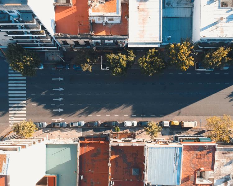 Mobilidade urbana em tempos de pandemia, Imagem aérea de Buenos Aires em quarentena. Imagem © Matias De Caro