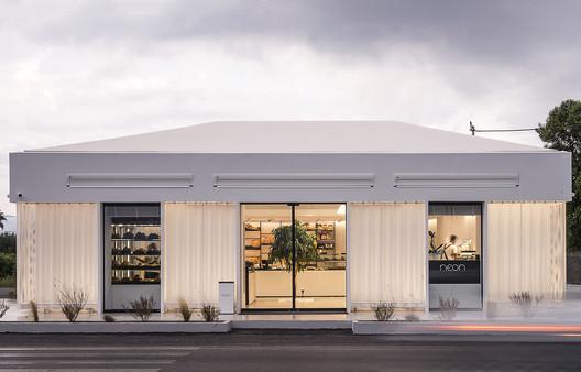 Neon Bakery & Coffee / Studio 2Pi Architecture