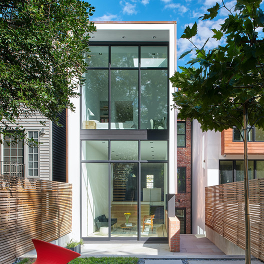 House Renovation 1662  / Robert M. Gurney Architect