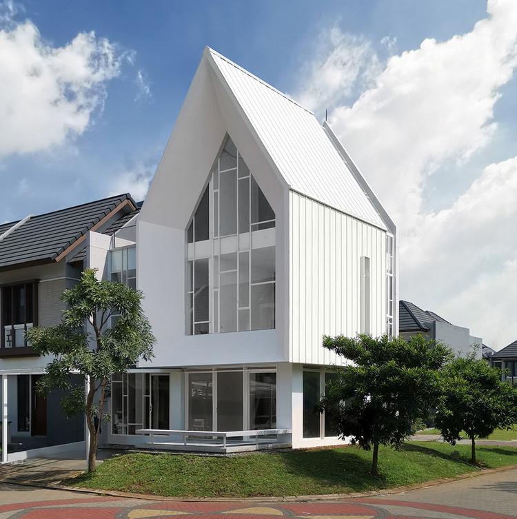 A House / Semiotic Arsitek, © Sandi Baratama & Niko Adiatma