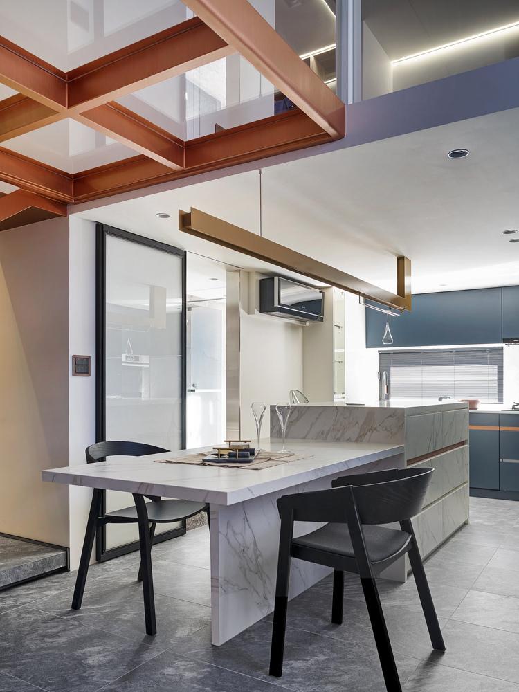 Cómo diseñar una Isla de cocina: Espacio eficiente y multifuncional,© Kyle Yu Photo Studio