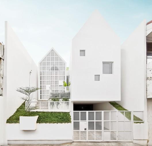 Casa UR / Semiotic Arsitek