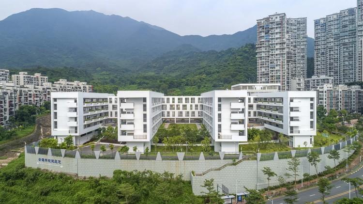 Shenzhen Yunhai School / AUBE CONCEPTION, Teaching building and lab building. Image © Mingjun Hu