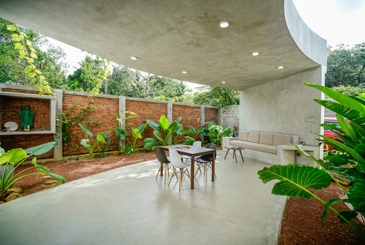 "The ""cul-de-sac"" Residence / Chathurika Kulasinghe - Architect"